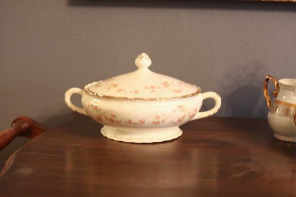 antique tea cart (5 of 5)