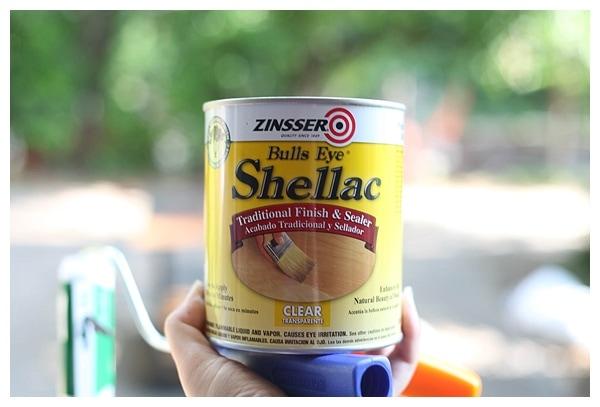 Can of Bulls Eye Shellac FInish and Sealer.