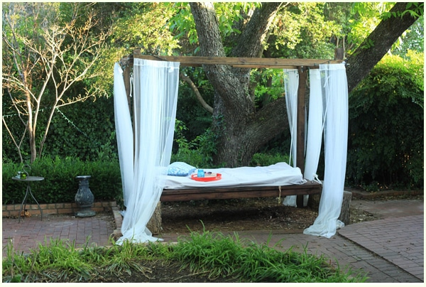 diy-outdoor-swinging-bed_051