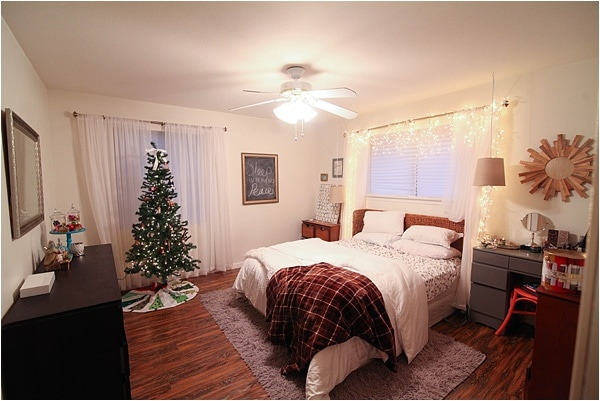Christmas decorating ideas and home tour from www.runtoradiance.com_0046