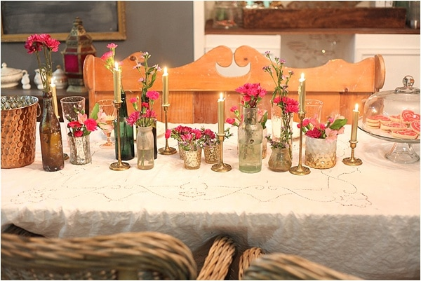 I love this table decor! I really like the idea of having multiple little containers & Romantic Valentineu0027s Day Table Setting - Run To Radiance