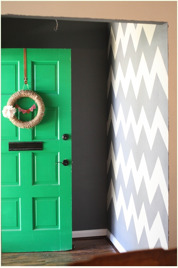 How-To-Paint-a-Chevron-Wall_010