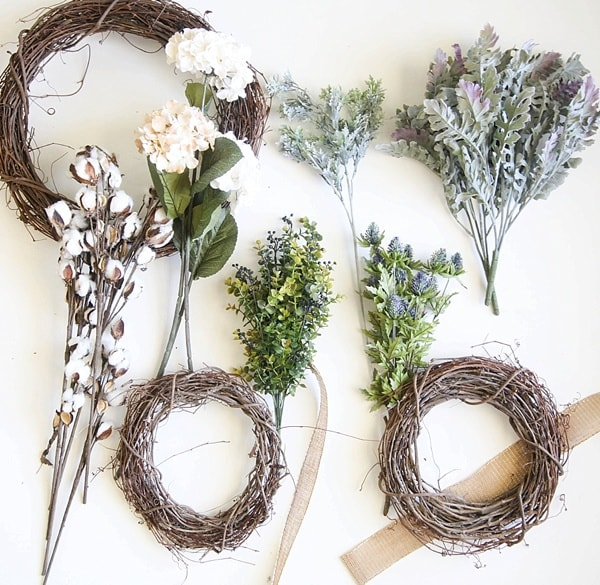 This easy DIY Fall wreath from www.runtoradiance.com is so cute and can be put together in under an hour. Love it!_0004