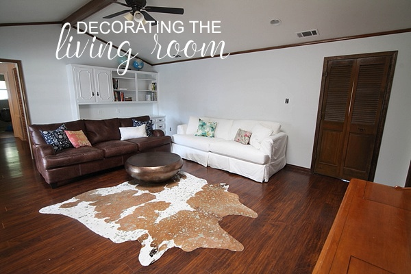 living room decorating ideas from www.runtoradiance.com. Love it!