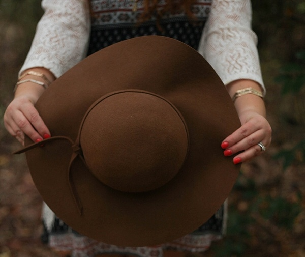 A floppy hat is my new go-to accessory for fall fashion!_0006