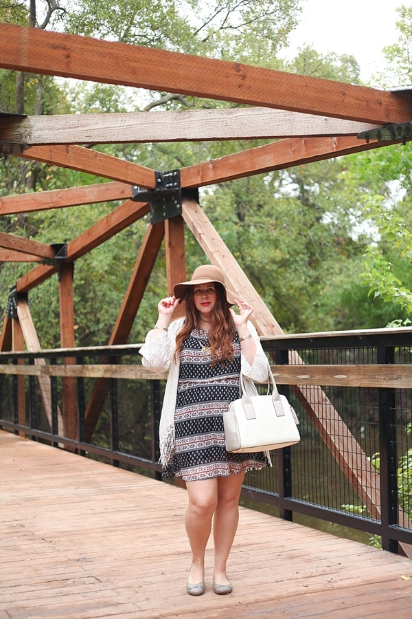 A floppy hat is my new go-to accessory for fall fashion!_0011