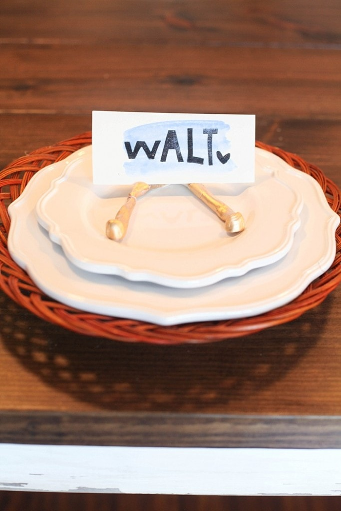 These easy DIY place cards take minutes to make, will elevate your table and make your guests feel welcome!_0005