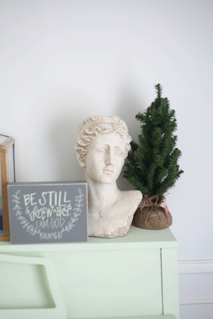 Love this simple and rustic Christmas decor!_0017
