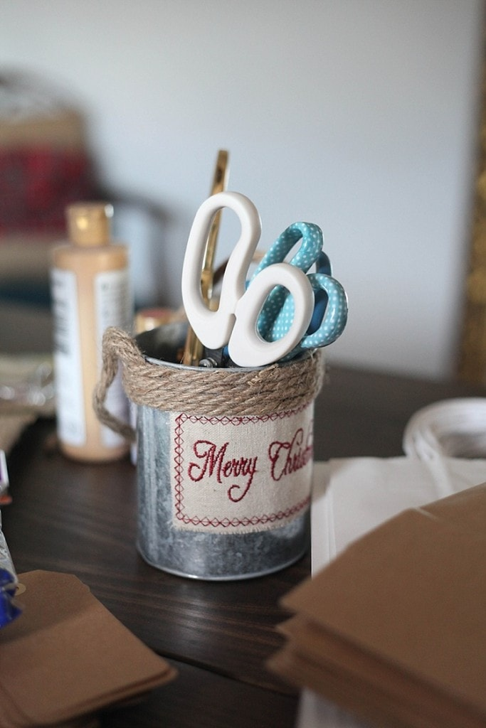 how to throw an awesome gift wrapping party and make custom gift wrapping using washi tape! Seriously so many fun and cute ideas here!_0016