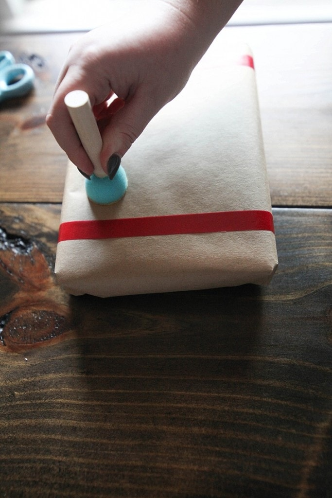 how to throw an awesome gift wrapping party and make custom gift wrapping using washi tape! Seriously so many fun and cute ideas here!_0019
