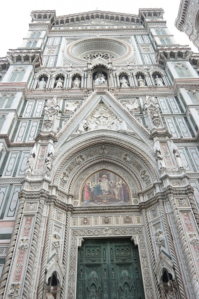 This is the Duomo cathedral in Florence, Italy! So many great pics and places to go—definitely pinning this one for later! #florence #italy #goitaly #europe