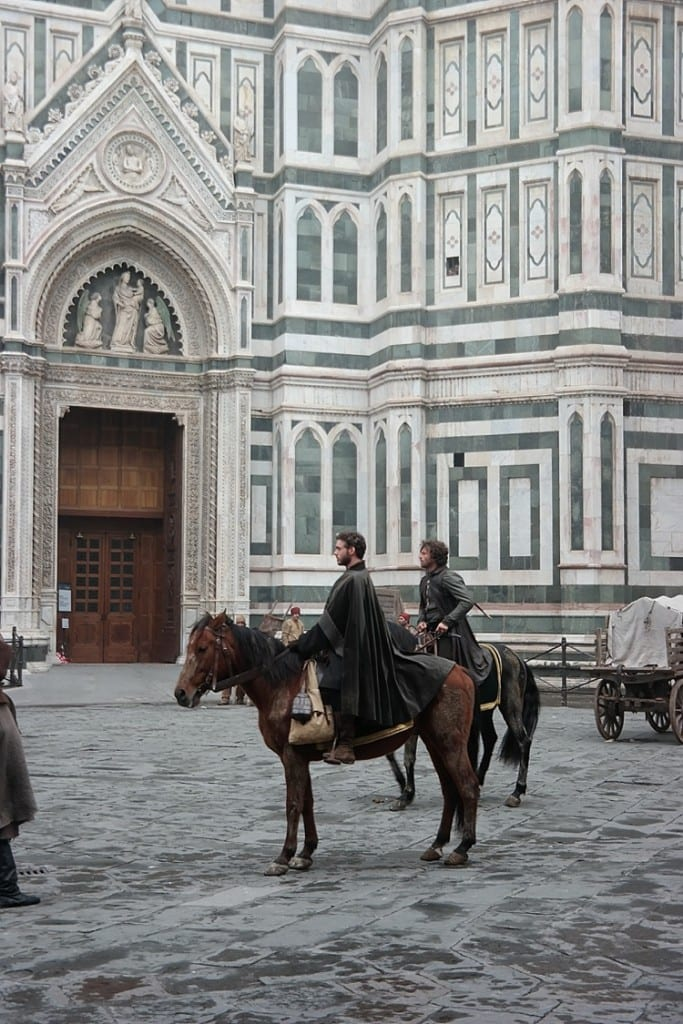 This is Richard Maddon (Robb Stark from Game of thrones!) filming his new show at the Duomo cathedral in Florence, Italy! So many great pics and places to go—definitely pinning this one for later! #florence #italy #goitaly #europe
