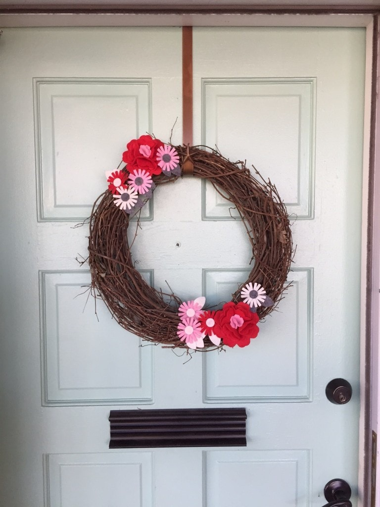 Literally the world's easiest Valentine's Day wreath- gonna do this! Also, I am loving that mint door!
