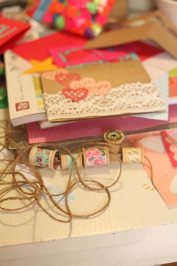 Celebrate Valentine's Day by having a fun craft session with girlfriends! So cute and fun!