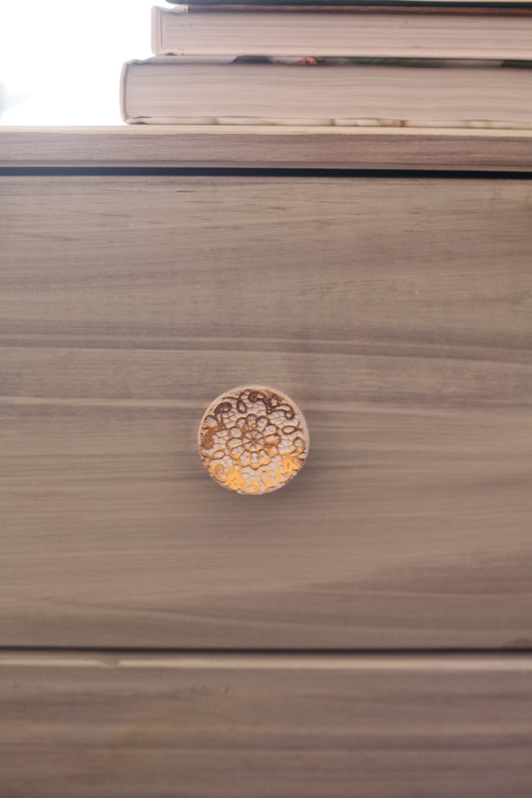 white and gold drawer pull / our new bedside tables / www.runtoradiance.com