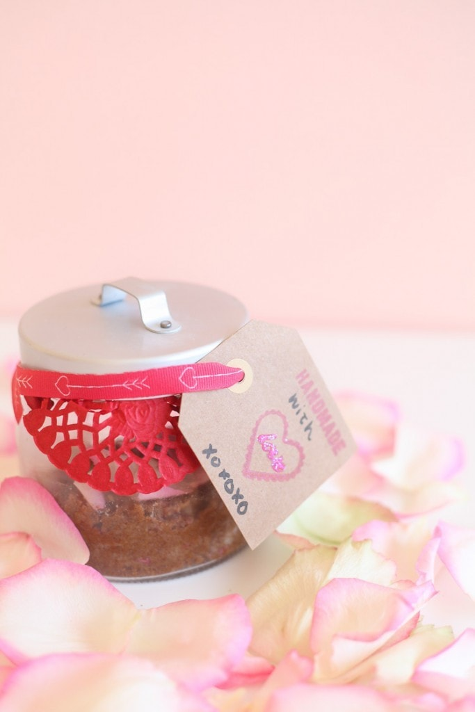 this sugar scrub with essential oils and rose petals looks great!