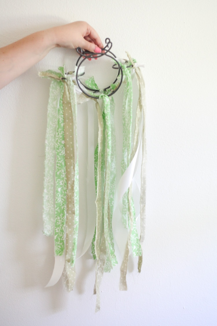 Easy DIY fabric mobile-cute for Spring!