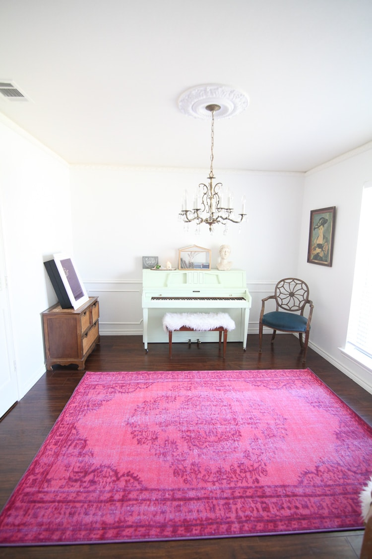 This room is filled with my favorite colors- mint, white and pink! I love that painted piano and pink rug.