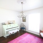 This room is filled with my favorite colors- mit, white and pink! I love that painted piano and pink rug.
