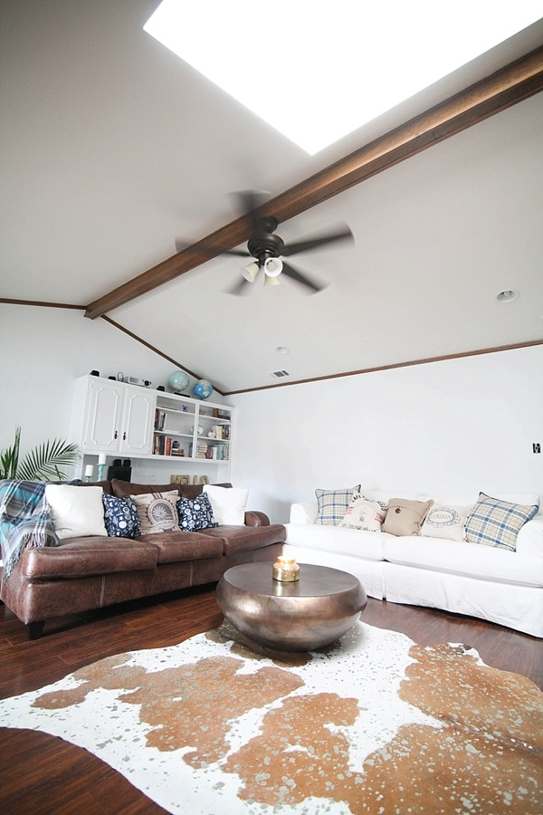 family room with throw pillows on the couches