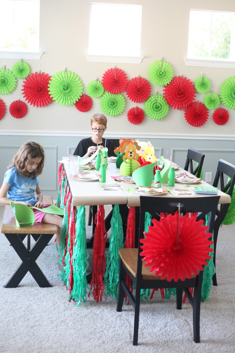 I LOVE the idea of a kids Christmas table! This decor is so cute and the entire thing cost less than $100. I really want to do a Christmas table for kids this year!