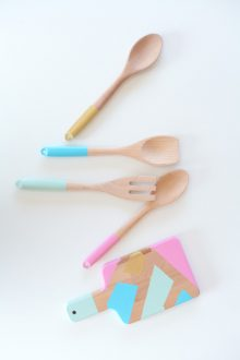 10 Minute DIY: Easy Color Blocked Utensils