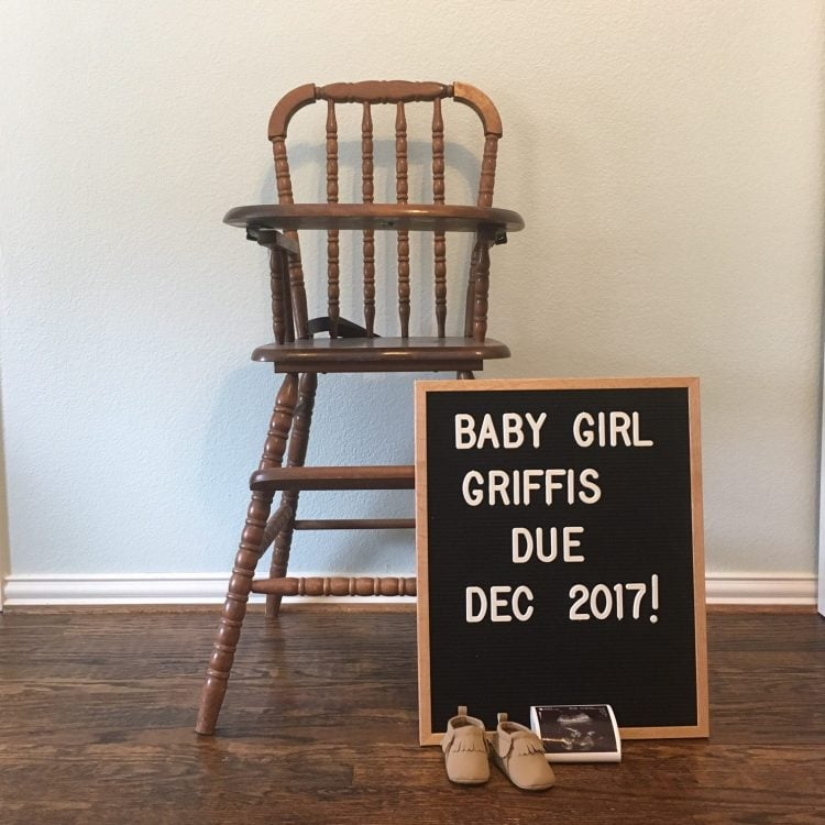 This is such a sweet way to announce a baby - especially a little girl! I love the letterboard pregnancy announcements!