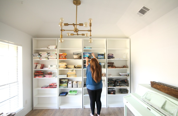 Moving in the third trimester can be a bit tricky, but totally doable! Take time to get your home and finances in order while you're at it so you can settle in and enjoy maternity leave!
