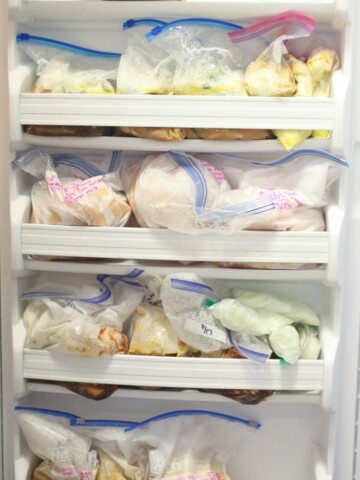 Easy make-ahead Instant Pot freezer meals! This is the easiest way I've seen how to stockpile 100 instant pot freezer meals before baby. Having meals for after baby is born helps so much—definitely doing this next time!
