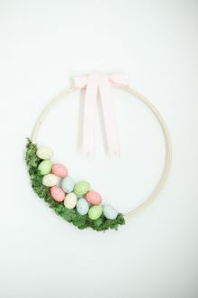 Easy Easter Wreath Idea – Embroidery Hoop Wreath DIY