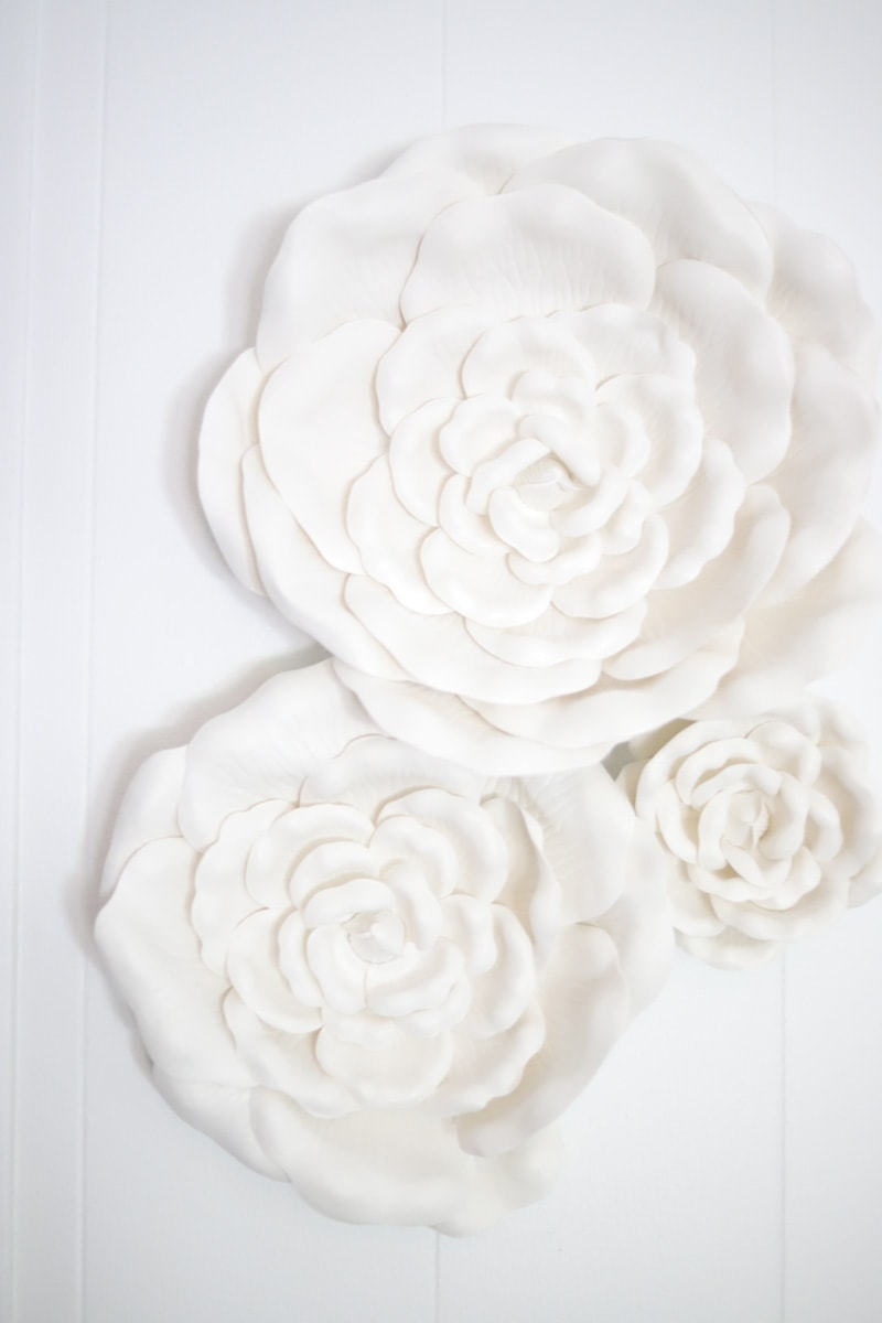 3 white flower wall decor