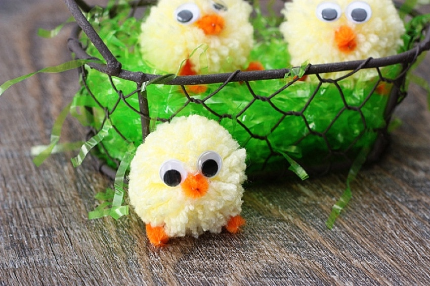 Pompom chick with googly eyes - cute easter craft