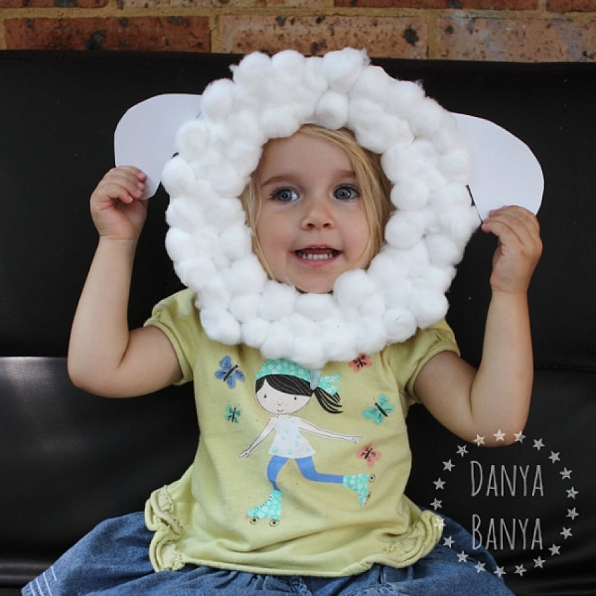 Super cute easter craft for toddlers! Face mask with cotton balls to become a bunny