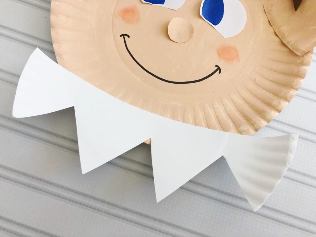Paper plate craft that makes an elf on the shelf.