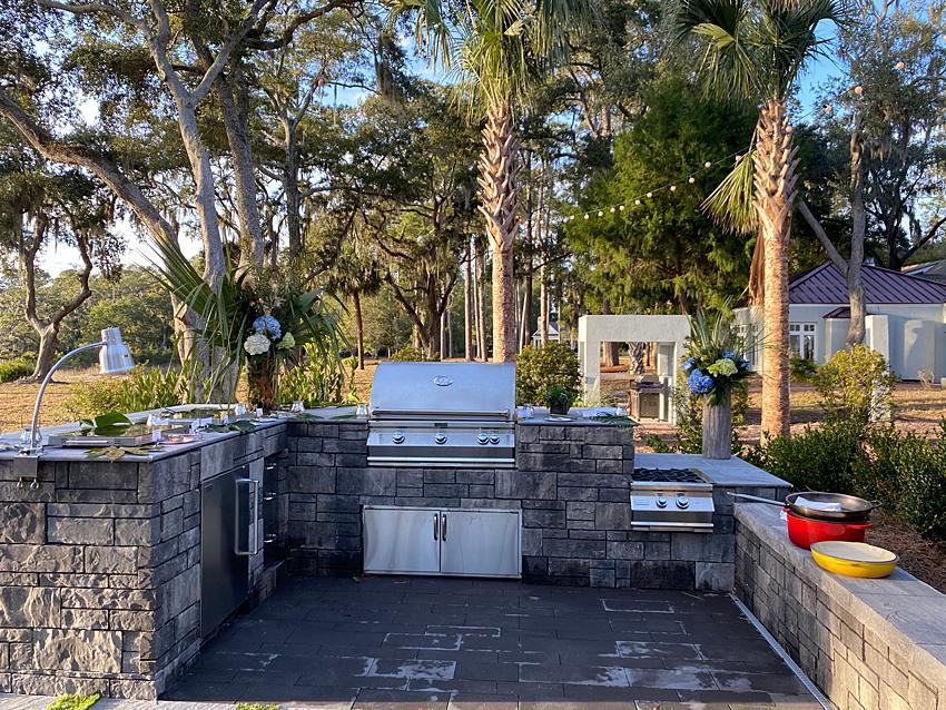 U-shaped outdoor kitchen in a backyard