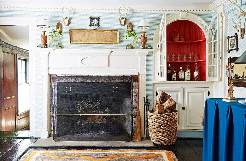 Vintage fireplace with historical crown moulding and trim color White Dove by Benjamin Moore.