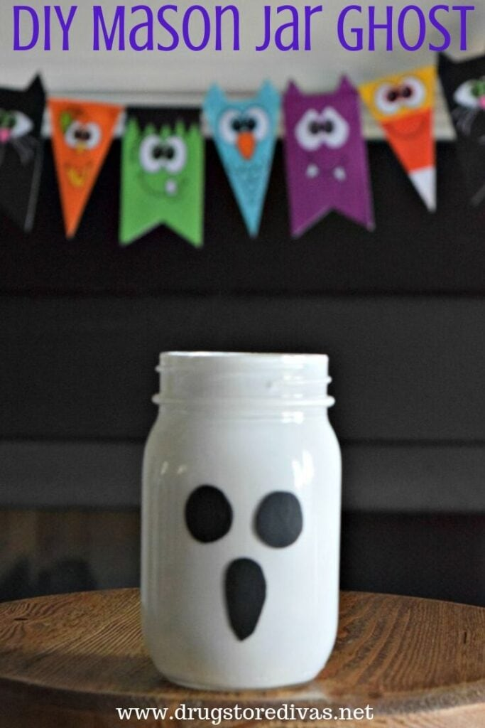 Easy and cheap DIY Halloween decor project: mason jar ghost.