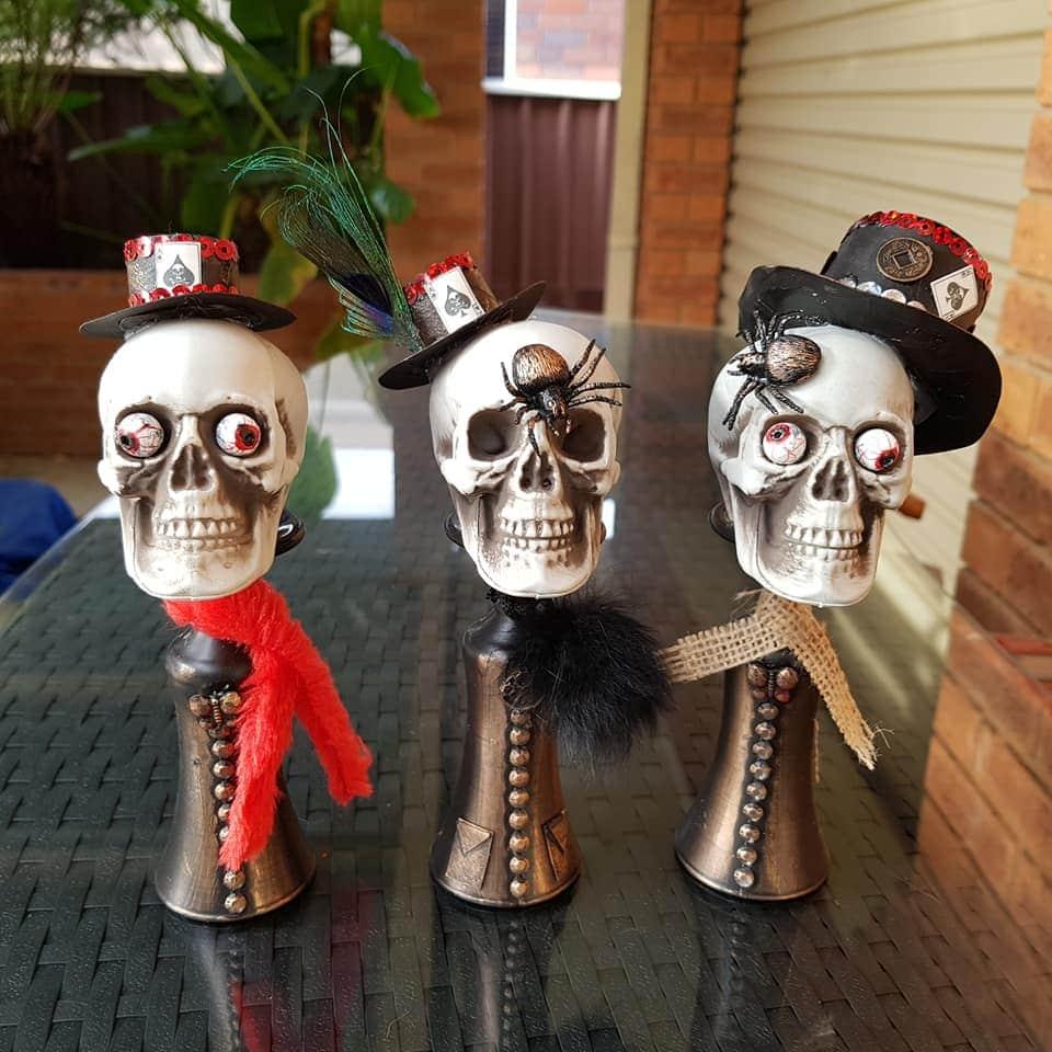 DIY Halloween decorations: fancy skulls.