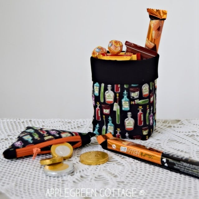 Coin purse and treat basket made with potion fabric: DIY Halloween decoration ideas.