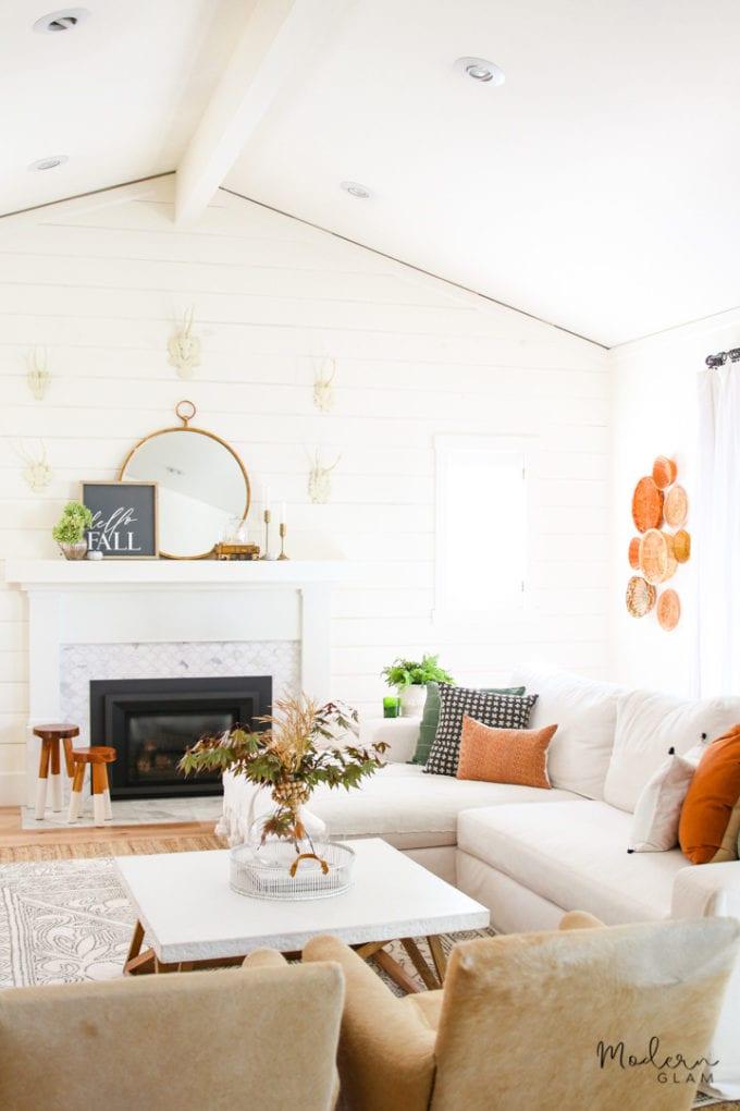 Livingroom setting with fall decor